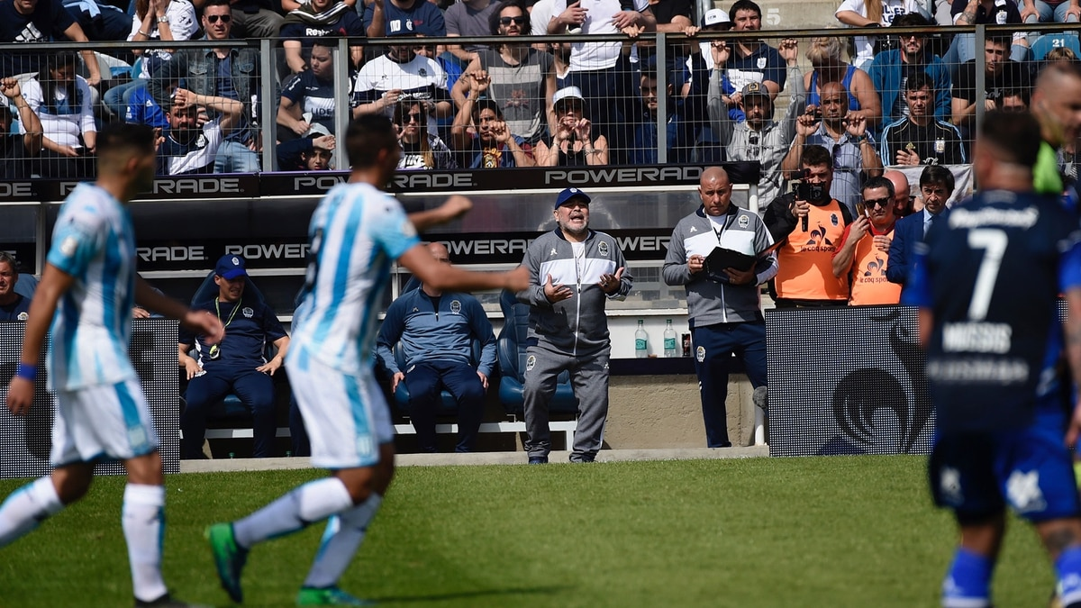 Maradona mentre incita i propri calciatori