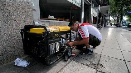 Los comerciantes sacaron a la calle generadores eléctricos (Nicolás Stulberg)