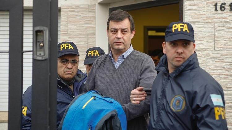 Víctor Manzanares, el contador que asesoró a Néstor y Cristina Kirchner, detenido en su estudio de Río Gallegos (Télam)