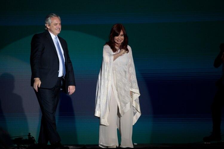 Alberto Fernández y Cristina Kirchner, en la fiesta popular que se hizo el 10 de diciembre en la Plaza de Mayo (Luciano Gonzalez)