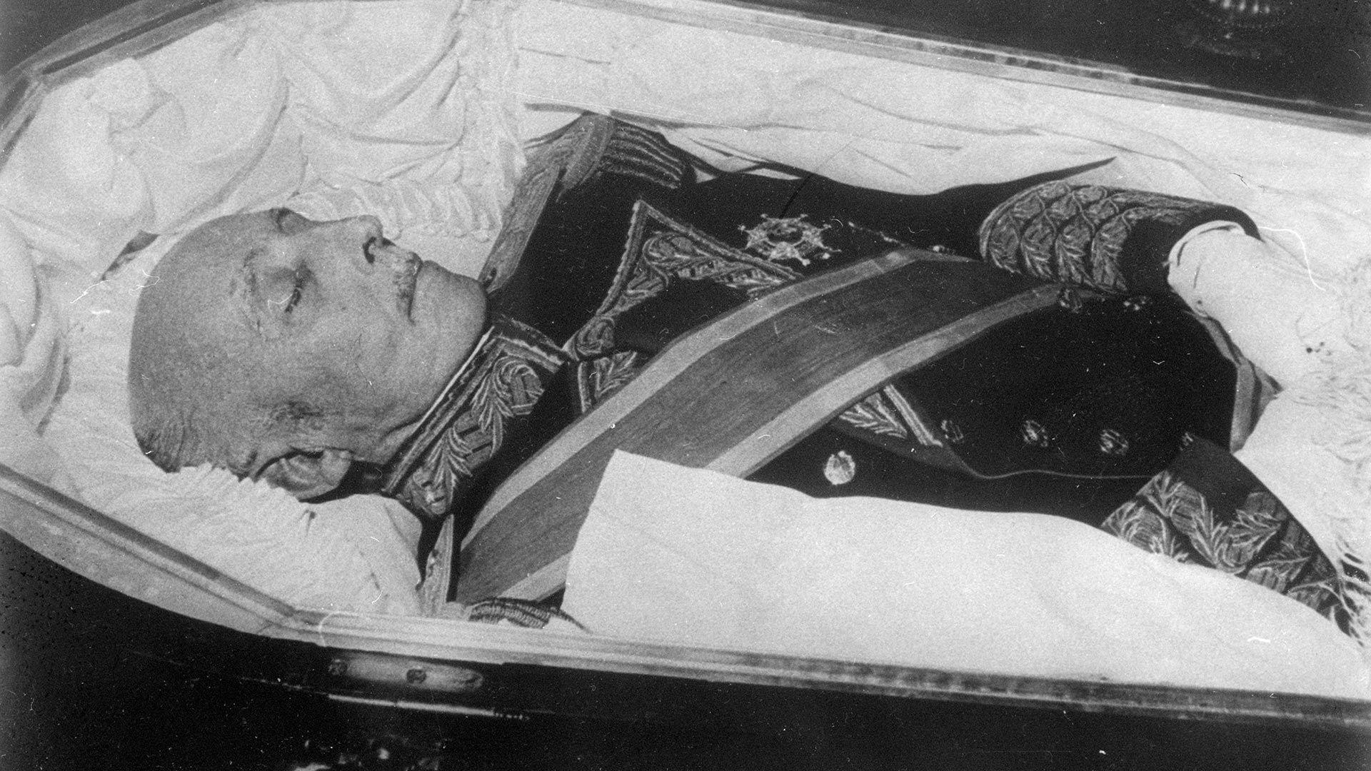 Fotografía del funeral del dictador español Francisco Franco, quien murió el 20 de noviembre de 1975 (Getty Images)