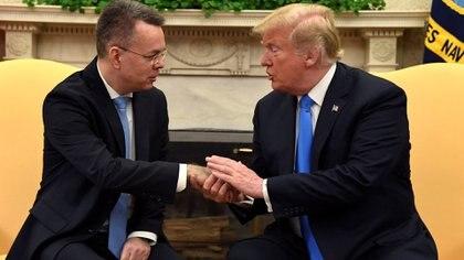 El pastor Brunson en la Casa Blanca con el presidente Trump tras salir de prisión: ¿un blanco de Kurtulus? (Reuters)