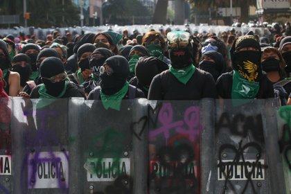 Las manifestantes  han indicado que las agresiones a las uniformadas es por la institución que representan (Foto: Graciela López/Cuartoscuro)