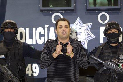 """Personal de la Policia Federal, presentaron ante los medios de comunicación a Ramiro Pozos González, apodado """"El Molca"""", presunto líder y fundador de la organización criminal conocida como La Resistencia. FOTO: SAÚL LÓPEZ /CUARTOSCURO"""