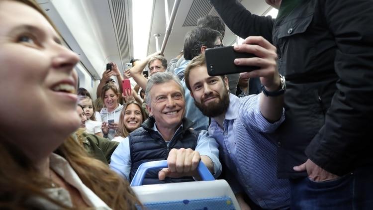 Macri viajó en tren y encabezó la marcha del #SíSePuede, el sábado en Belgrano