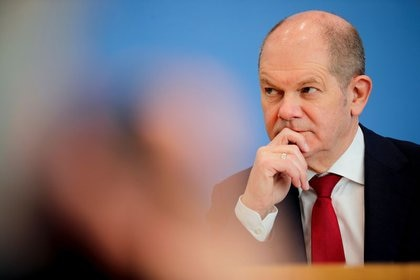 Foto del martes del ministro de Finanzas alemán, Olaf Scholz, en una rueda de prensa en Berlín.  Feb 23, 2021. REUTERS/Hannibal Hanschke