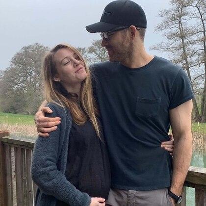 """Ryan Reynolds publicó las """"'peores"""" fotos de su esposa para desearle feliz cumpleaños"""