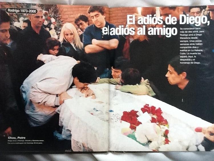 Dolido por la muerte de su amigo, e ídolo de sus hijas, Diego Maradona viajó desde Cuba a despedir a Rodrigo Bueno