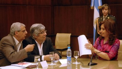 Cristina Kirchner, cuando era Presidenta, en una reunión con Hugo Moyano y José Luis Lingeri, de la CGT