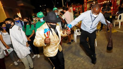 Personas bailando en un evento especial que se llevó a cabo en septiembre de 2020 en Cali Colombia, cuando aún estaba vigente la cuarentena estricta.