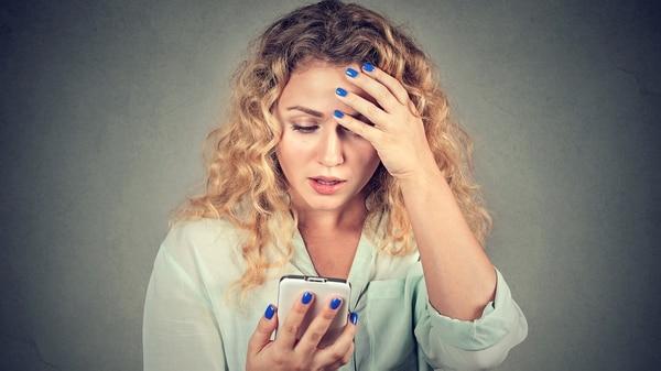 Los dispositivos de conexión móviles y las aplicaciones están diseñados para ser adictivos. (IStock)