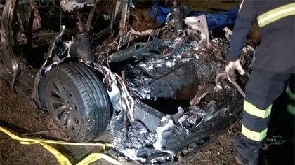 Los restos del auto Tesla (Scott J. Engle vía Reuters)