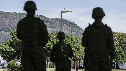 Las fuerzas de seguridad realizan fuertes operativos en las favelas (EFE)