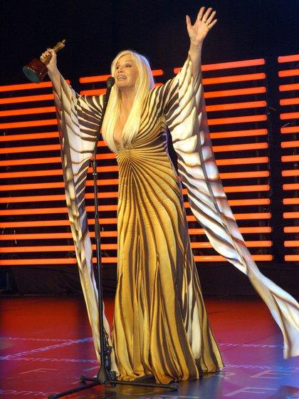Cada año, cargaba su guardarropa desde Miami con la firma de los diseñadores más renombrados y participaba en la definición de su vestuario. Los vestidos de Cavalli y Versace, lleno de estampados brillantes, siempre presentes (NA)