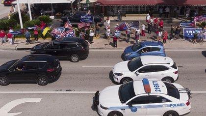 """Cientos de exiliados cubanos formaron parte de la """"Caravana Anticomunista"""" en Miami (GASTON DE CARDENAS / AFP)"""