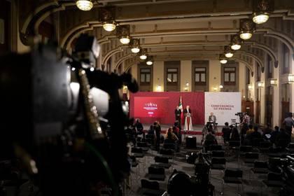 López Obrador precisó, durante su conferencia de prensa diaria, que México hará un recorte de 100,000 bpd a partir de mayo a 1.681 millón de bpd desde 1.781 millón de bpd promedio en marzo. (Foto: Cortesía Presidencia)