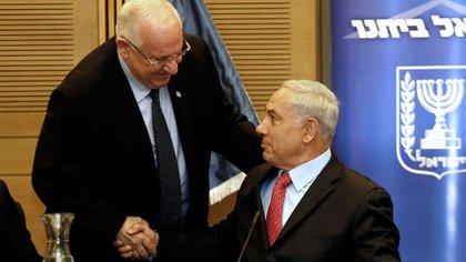 El presidente Reuven Rivlin y Benjamin Netanyahu (AFP)