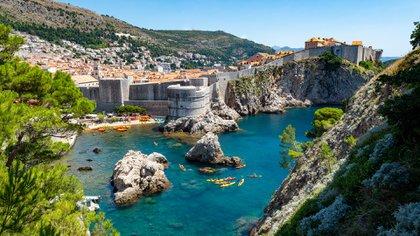 Situada entre los Balcanes y el centro de Europa, Croacia es una tierra de cuevas de piedra caliza, campos ondulados y playas