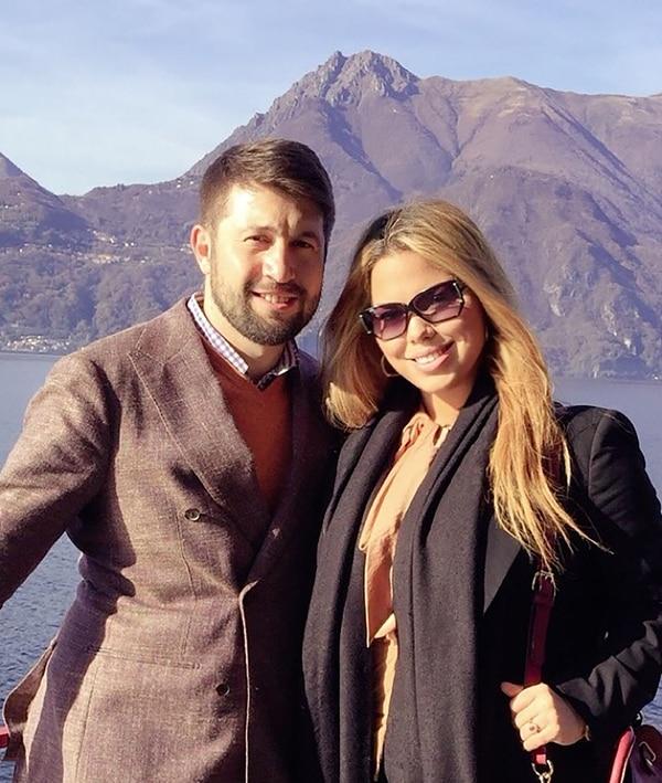 La modelo junto a su novio Raffaele Manna, un empresario italo-islandés con el que desarrolla varios negocios.