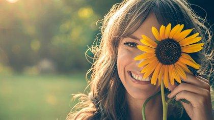 La risa verdadera y no de compromiso, es la mejor medicina, ya que las endorfinas liberadas por el cerebro ayudan a controlar dolor y promueven la sensación de bienestar de la misma manera que lo hace la realización de actividad física