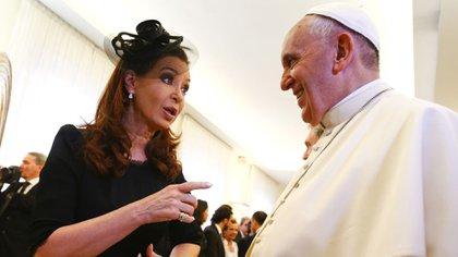 Christina Kirschner y el Papa Francisco (AFP)