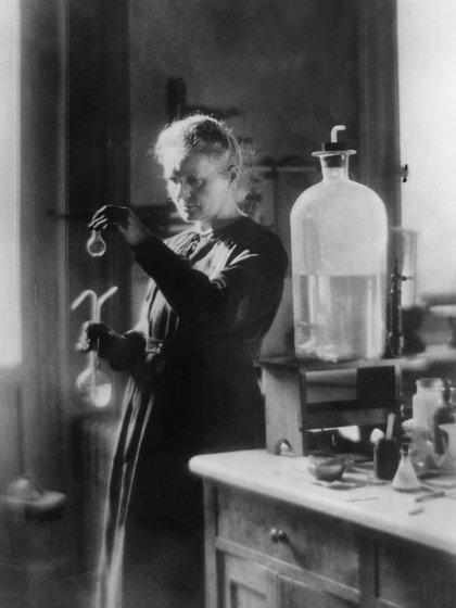Marie Curie (1867 – 1934) nació en Polonia. Aquí, en su laboratorio. (Foto: Hulton Archive/Getty Images)