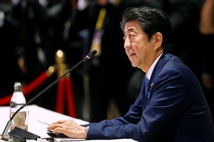 FOTO DE ARCHIVO: El primer ministro de Japón, Shinzo Abe, habla en la Cumbre ASEAN-Japón en Bangkok, Tailandia, el 4 de noviembre de 2019. REUTERS/Soe Zeya Tun