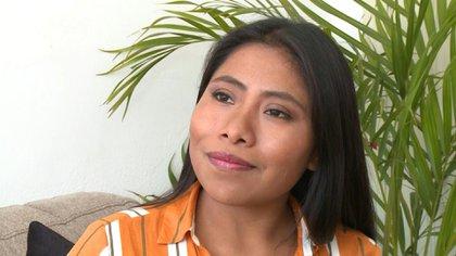 Yalitza Aparicio ahora es la imagen de una campaña publicitaria que se encuentra apoyando a personal médico (Foto: Especial)