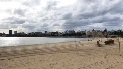 El paisaje de Montevideo, prácticamente vacío ante el avance del coronavirus en el país