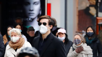 People wearing face masks are pictured at Schloss Strasse shopping street, as the coronavirus disease (COVID-19) outbreak continues, in Berlin, Germany, October 20, 2020. REUTERS/Fabrizio Bensch