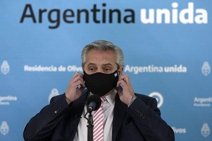 Alberto Fernández, durante un reciente anuncio en la residencia de Olivos. También dedicó su atención al frente interno.
