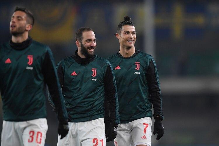 Gonzalo Higuaín es compañero del portugués Cristiano Ronaldo en la Juventus (REUTERS)
