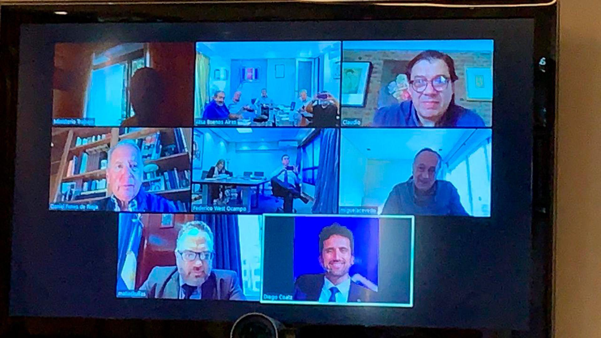 Una imagen de la videollamada que mantuvieron ministros, empresarios y sindicalistas