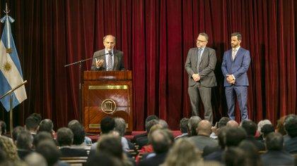 Eduardo Hecker, al asumir como presidente del Banco Nación, junto al ministro de Desarrollo Productivo, Matías Kulfas, y el vicepresidente de la entidad, Matías Tombolini