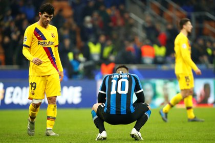 Soccer Football - Champions League - Group F - Inter Milan v FC Barcelona - San Siro, Milan, Italy - December 10, 2019  Inter Milan's Lautaro Martinez looks dejected after the match   REUTERS/Alessandro Garofalo