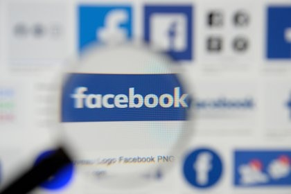 Facebook fue demandado por monopolio en los EE. UU. (REUTERS / Johanna Geron / Illustration)