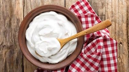 El yogur es uno de los alimentos más conocidos como vehículo de probióticos (Getty)