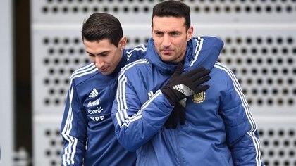 Ángel Di María en el pasado junto a Lionel Scaloni, el director técnico de la selección argentina (Foto: NA)