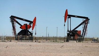Plataformas petrolíferas en la formación de hidrocarburos no convencionales de Vaca Muerta, en la provincia patagónica de Neuquén (REUTERS/Agustin Marcarian)