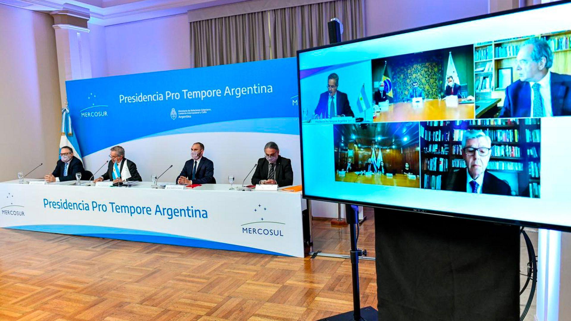 Martin Guzman Felipe Sola cumbre del Mercosur