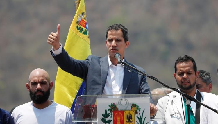 Guaidó aseguró que sus representantes en el exterior están trabajando de cara a la fase final de la Operación Libertad (REUTERS/Carlos Jasso)