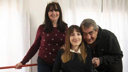 Tamara en familia: junto a su mamá, Beatriz, y su papá, Fabián (Gastón Taylor)
