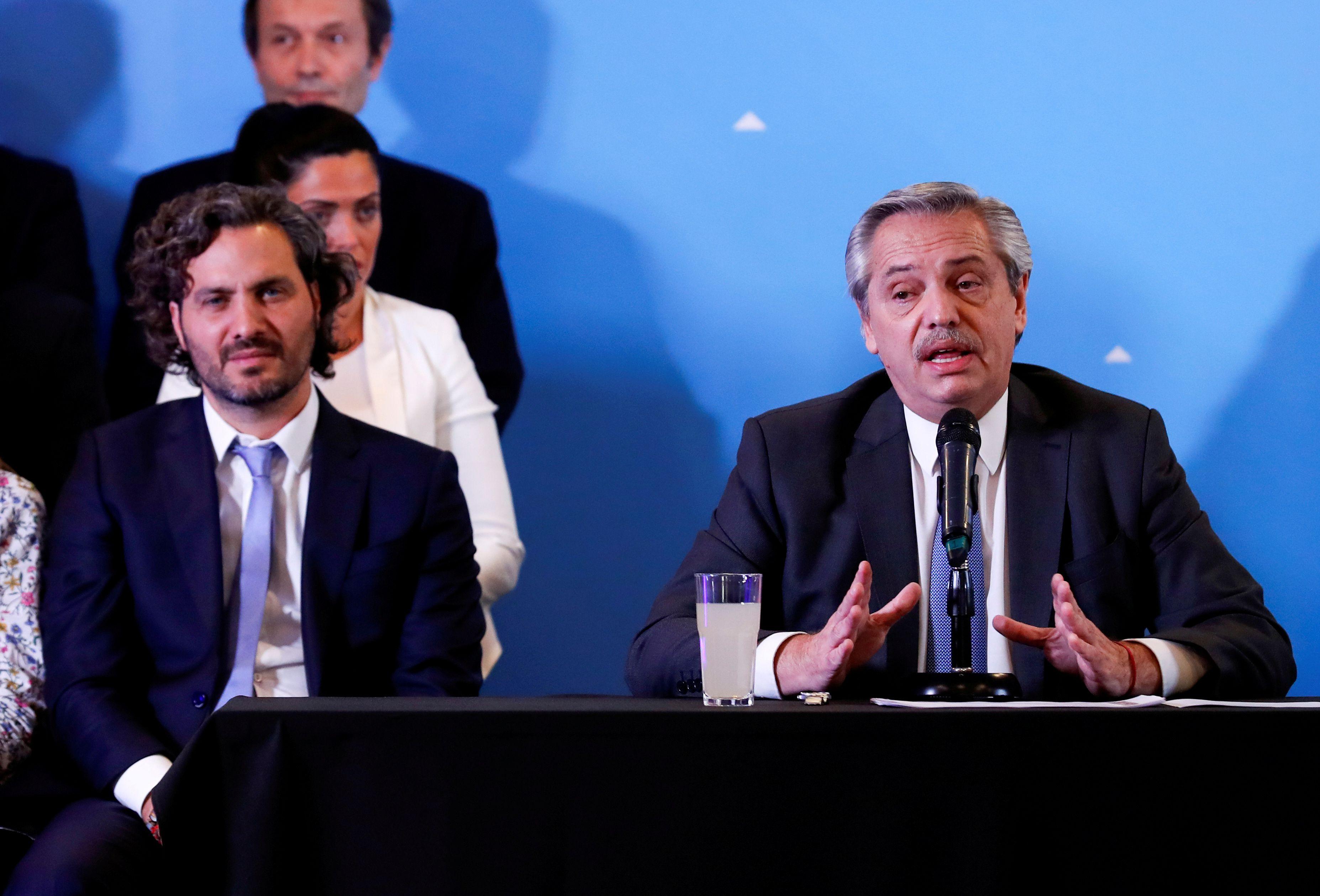 Santiago Cafiero junto al presidente Alberto Fernández (REUTERS/Agustin Marcarian)
