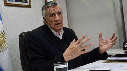 Gioja presentó un proyecto contra los funcionarios del gobierno de Mauricio Macri