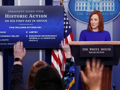 Jen Psaki, secretaria de prensa de Biden, brindó su primera conferencia en la Casa Blanca (REUTERS/Tom Brenner)