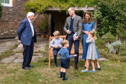 Los duques de Cambridge con sus tres hijos y David Attenborough este fin de semana en el Palacio de Kesington