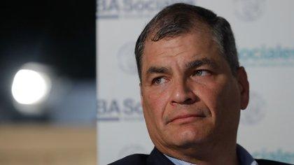 El expresidente de Ecuador Rafael Correa participa hoy, miércoles durante una rueda de prensa en Buenos Aires. EFE/Juan Ignacio Roncoroni