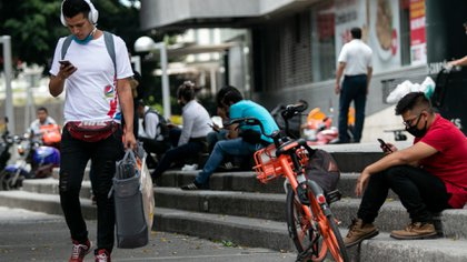 Los alumnos reciben 1,600 pesos bimestrales. (Foto: Cuartoscuro)