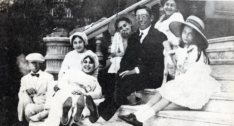 Las hermanas Ocampo en su niñez, alrededor de 1908