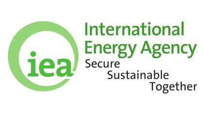 Fundada en 1974, la AIE se diseñó inicialmente para ayudar a los países a coordinar una respuesta colectiva a las principales interrupciones en el suministro de petróleo, como la crisis del '73.